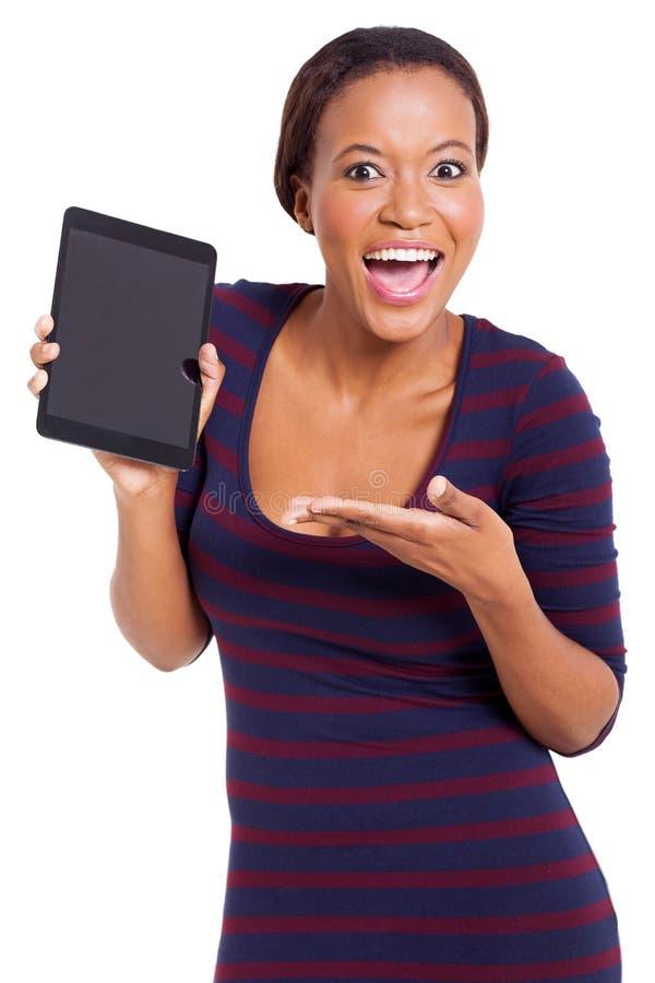 Afrikaanse het voorstellen tablet royalty-vrije stock afbeeldingen