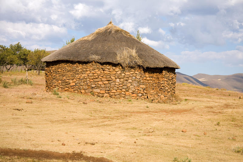Afrikaanse hut stock afbeeldingen