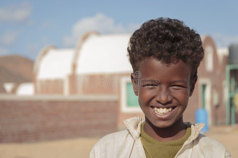 Afrikaanse jong geitjeglimlach royalty-vrije stock fotografie