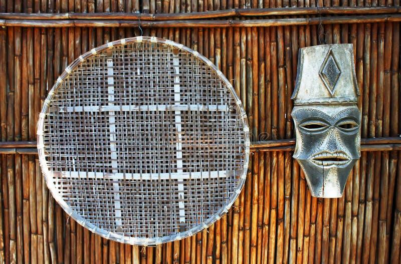 Afrikaanse Kunstwerken op de Muur van het Bamboe stock fotografie