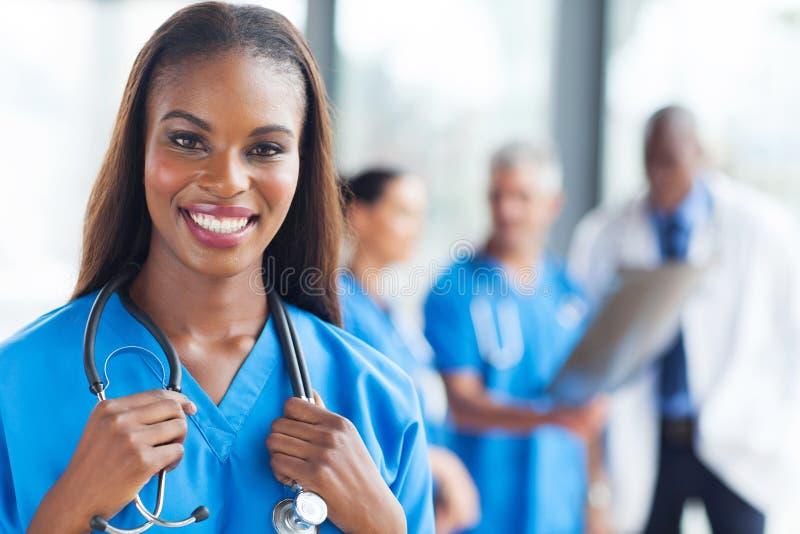 Afrikaanse medische verpleegster stock foto's