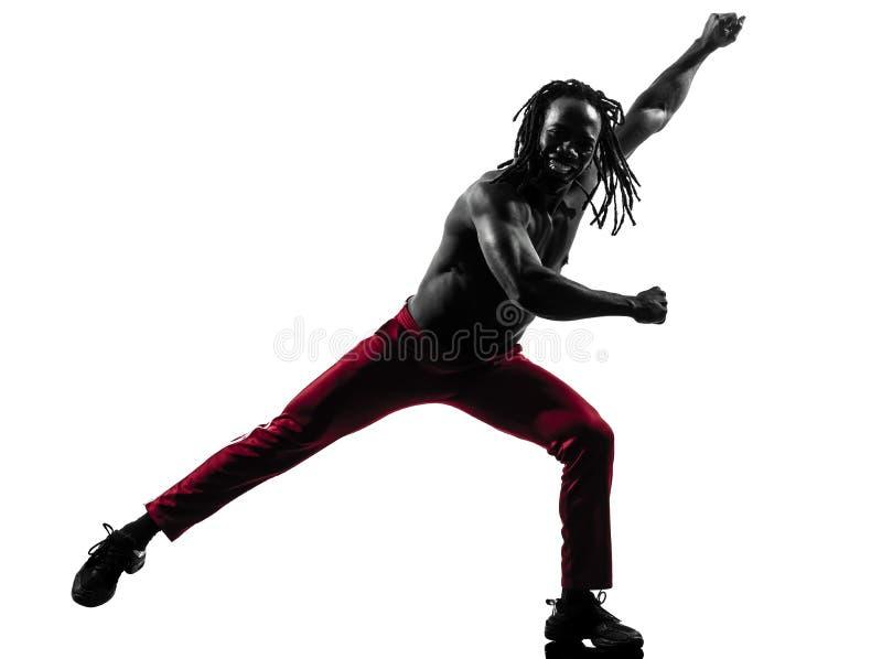 Afrikaanse mens die het dansende silhouet van geschiktheidszumba uitoefenen stock fotografie