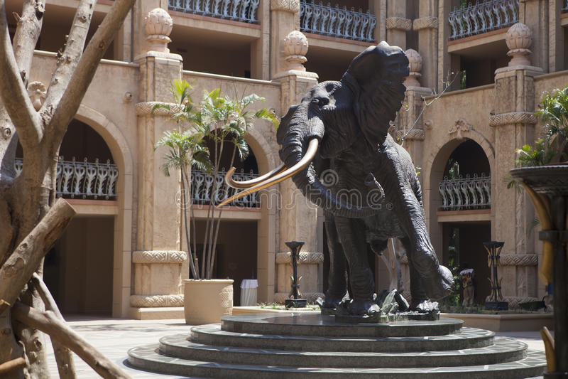 Afrikaanse olifants hoofdhulp, kunstmatige rotsen in Zonstad, Zuid-Afrika royalty-vrije stock foto's