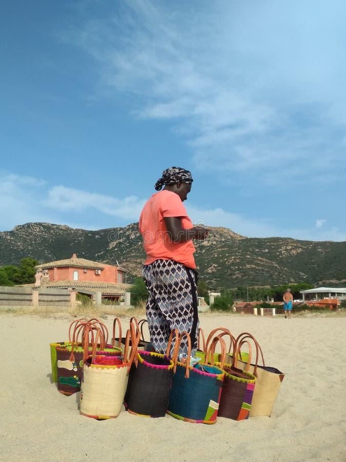 Afrikaanse strandverkoper royalty-vrije stock fotografie