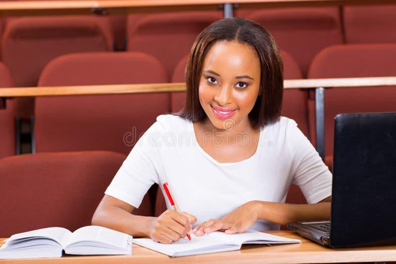 Download Afrikaanse student stock afbeelding. Afbeelding bestaande uit aantrekkelijk - 39110415