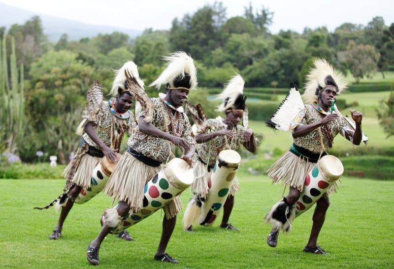 Afrikaanse traditionele volksdans stock foto
