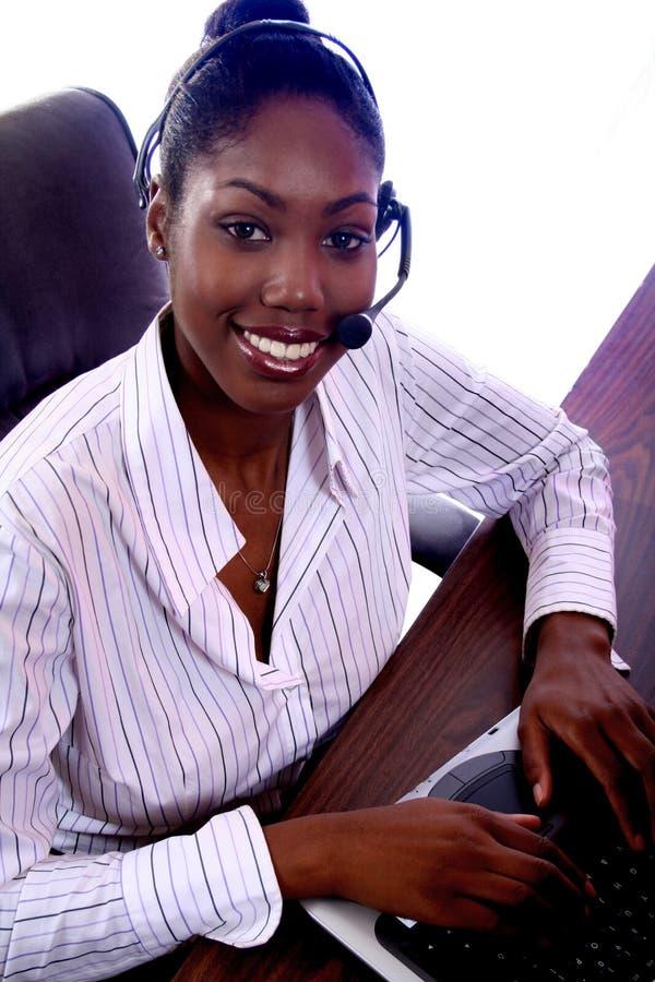 Afrikaanse Vrouw Amrican met Computer royalty-vrije stock foto