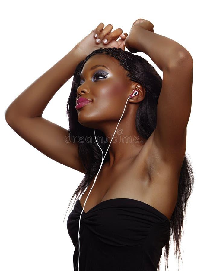 Afrikaanse vrouw die aan muziek danst royalty-vrije stock fotografie