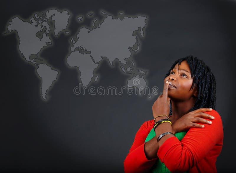 Afrikaanse vrouw en wereldkaart stock illustratie