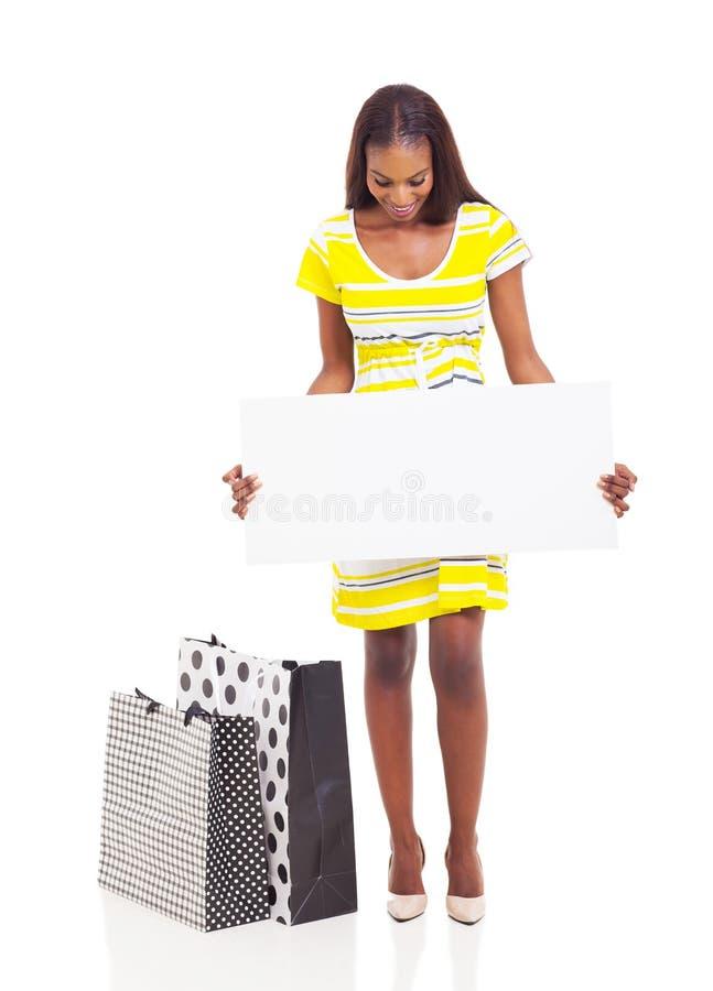Afrikaanse vrouw het winkelen banner stock fotografie