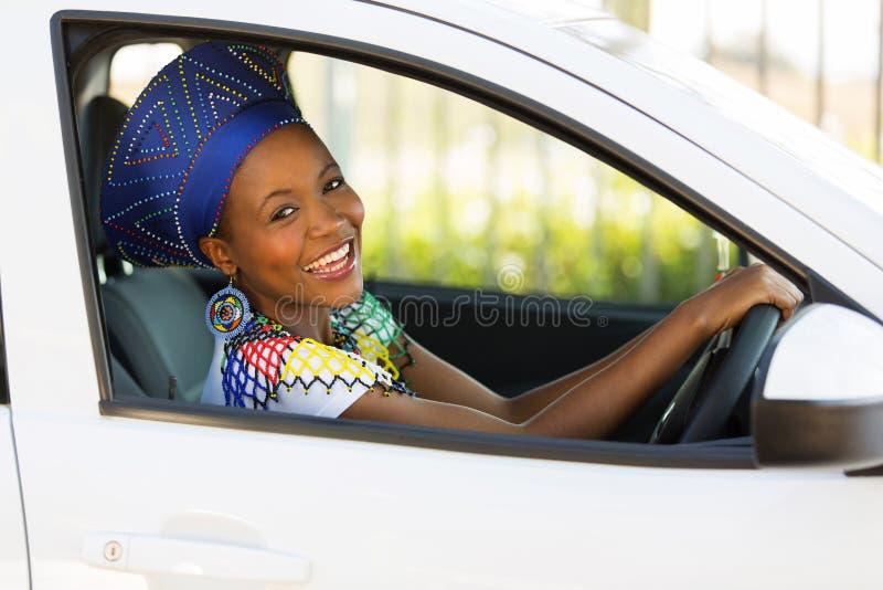 Afrikaanse vrouwen drijfauto royalty-vrije stock afbeelding