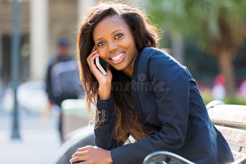 Afrikaanse vrouwencel royalty-vrije stock afbeeldingen