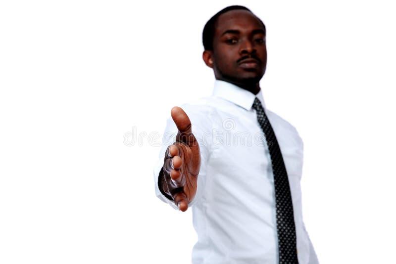 Afrikaanse zakenman die een hand geven stock afbeelding