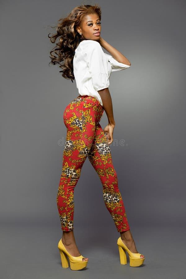 Afrikan-amerikanen danar modellerar. royaltyfria foton