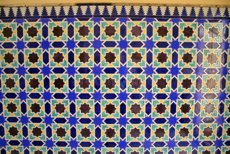 afrikan belagd med tegel vägg arkivfoto