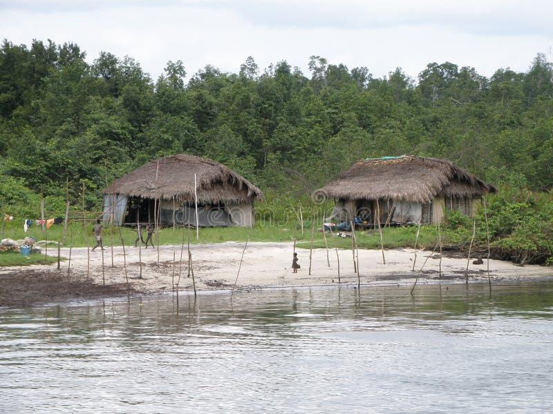 Afrikan som förlägga i barack i vändkretsarna arkivfoton