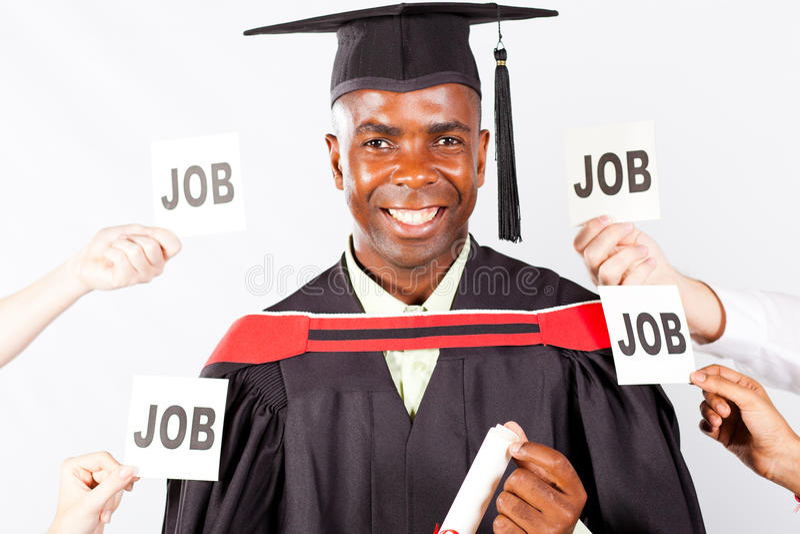 Afrikanerabsolvent mit Jobangeboten stockfotografie