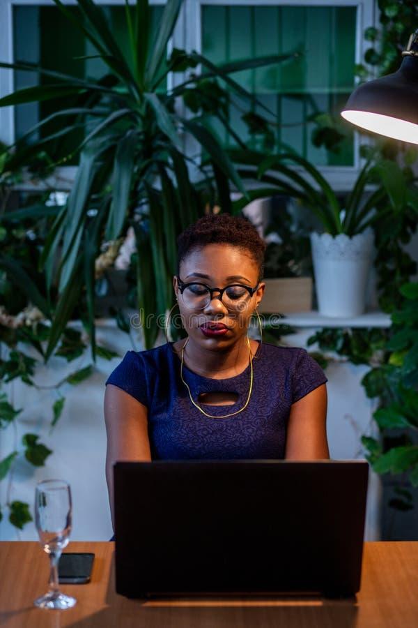 Afrikanerin-Funktions-Design-kreatives Konzept stockfotos