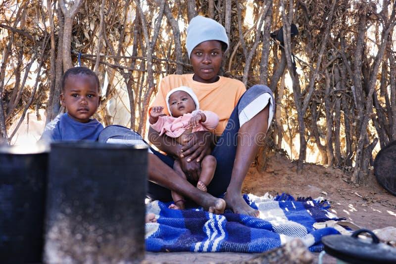 Afrikanische Familie lizenzfreie stockbilder