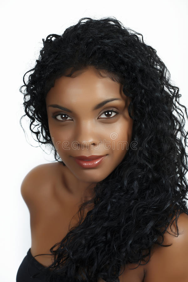 Afrikanische Frau mit dem lockigen Haar stockbilder