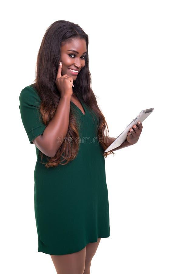 Afrikanische Geschäftsfrau bei der Arbeit stockfotografie