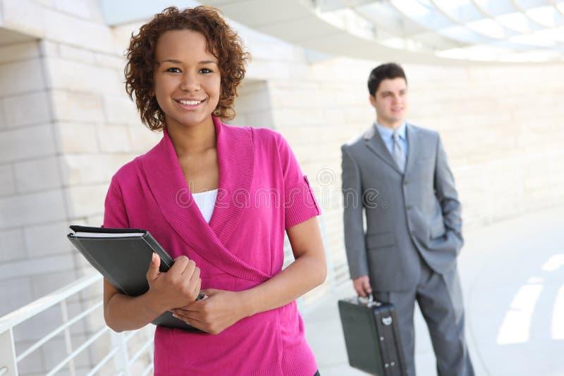 Afrikanische Geschäftsfrau im Büro lizenzfreies stockfoto