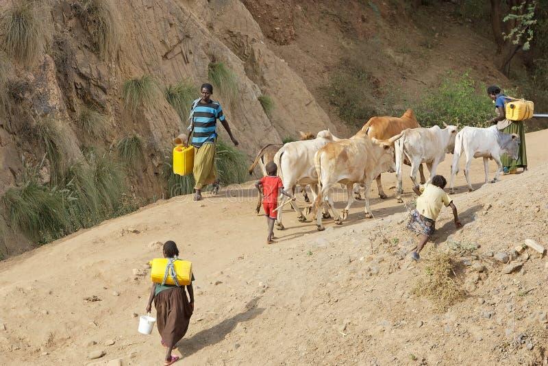 Afrikanische Leute und Wasser stockfoto
