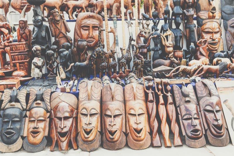 Afrikanische Masken, Marokko Souvenirladen in Agadir lizenzfreies stockbild