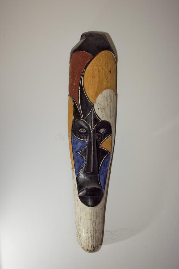 afrikanische multi Farbstammes- Maske stockbilder