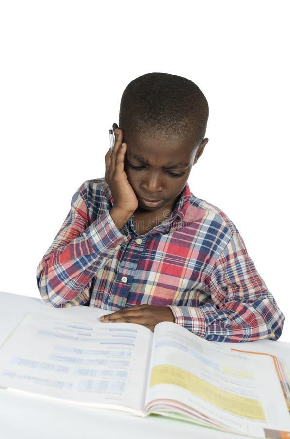 Afrikanischer Junge, Der Druck Beim Lernen Hat Stockbild