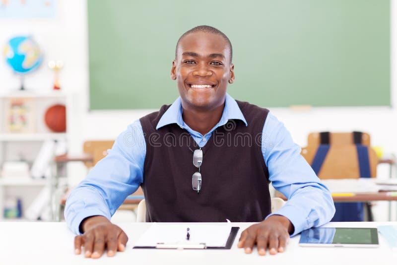 Afrikanischer männlicher Lehrer stockfotografie