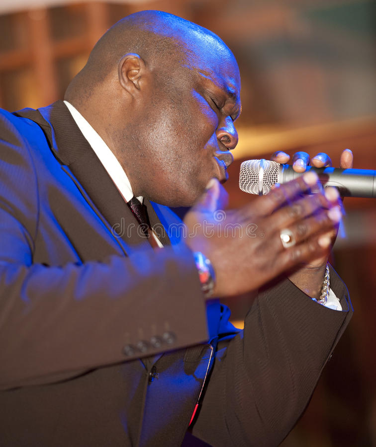 Afrikanischer Mann-Gesang Phasen stockfoto