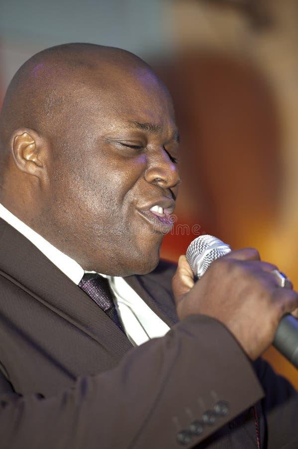 Afrikanischer Mann-Gesang Phasen lizenzfreies stockfoto