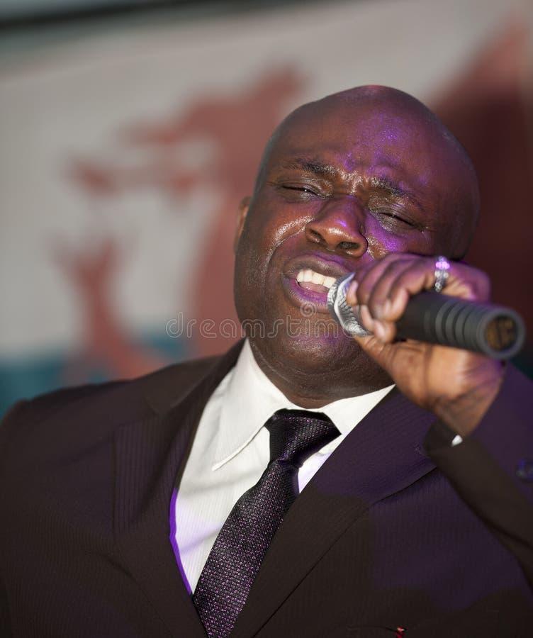 Afrikanischer Mann-Gesang Phasen lizenzfreies stockbild