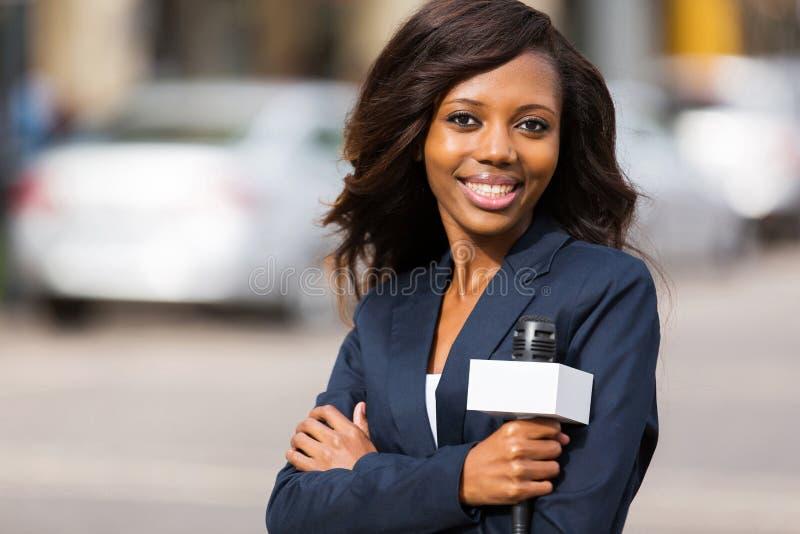 Afrikanischer Nachrichtenreporter lizenzfreie stockfotografie