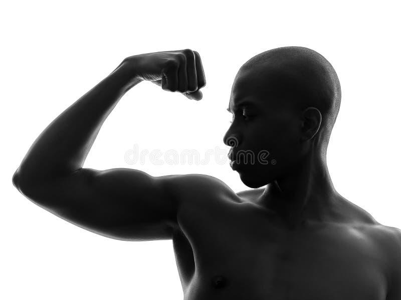 Afrikanischer schwarzer Mann, der Muskelschattenbild biegt lizenzfreies stockbild
