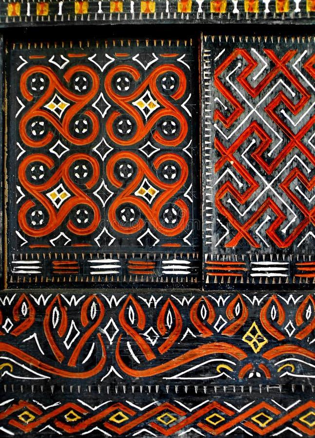 Afrikanisches gebürtiges Muster auf Fenster lizenzfreies stockfoto