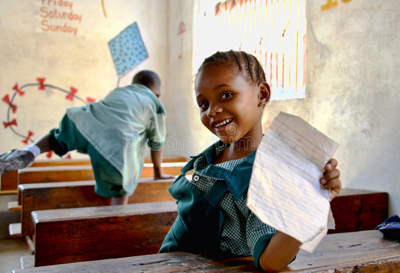 Afrikanisches Kind in der Schule lizenzfreie stockfotos