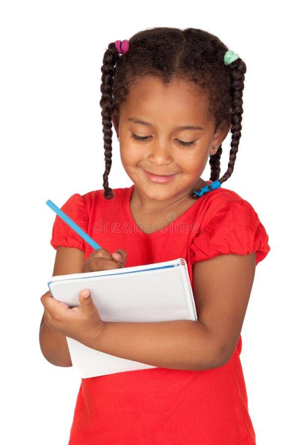 Afrikanisches kleines Mädchen mit einem Notizbuch lizenzfreie stockbilder