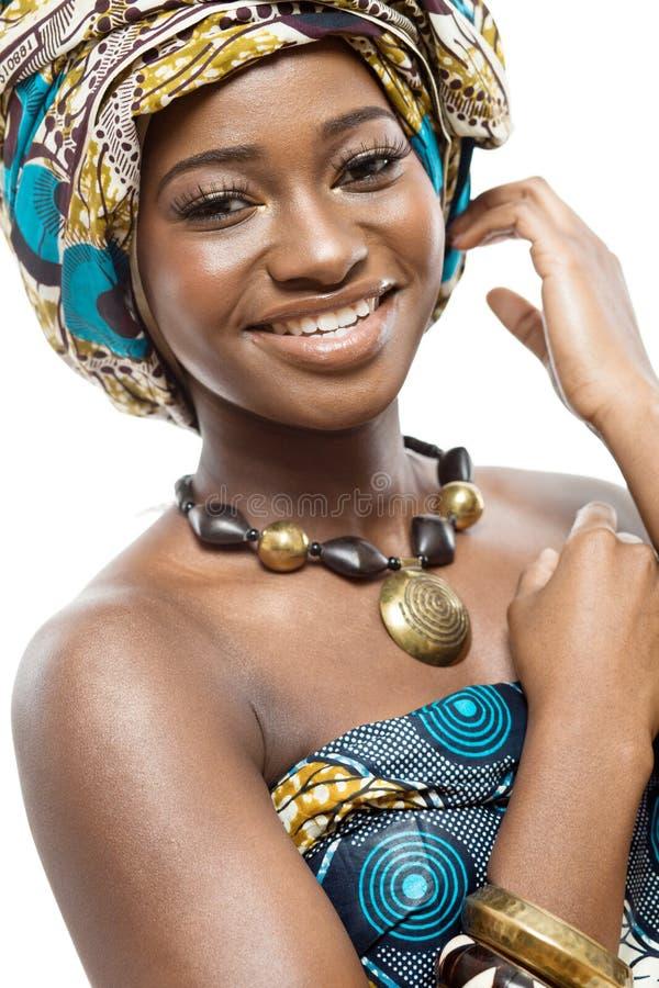 Afrikanisches Mode-Modell auf weißem Hintergrund. lizenzfreies stockbild