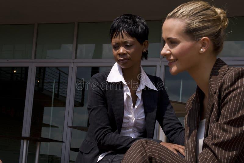 afrikansk affär utanför kvinna royaltyfri fotografi