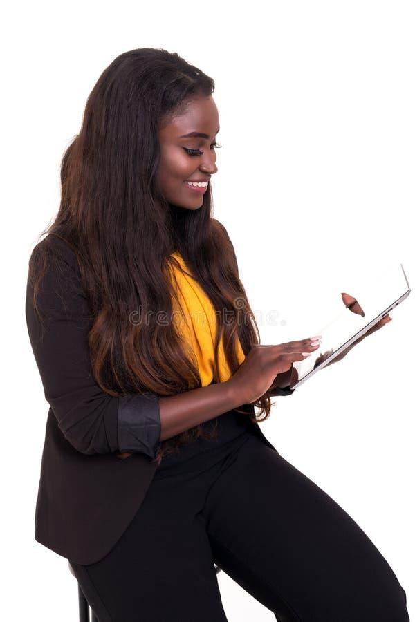 Afrikansk affärskvinna på arbete arkivfoto