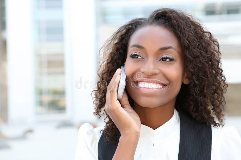 afrikansk affärstelefonkvinna royaltyfria foton