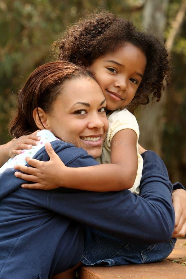afrikansk amerikanbarnmoder arkivfoto