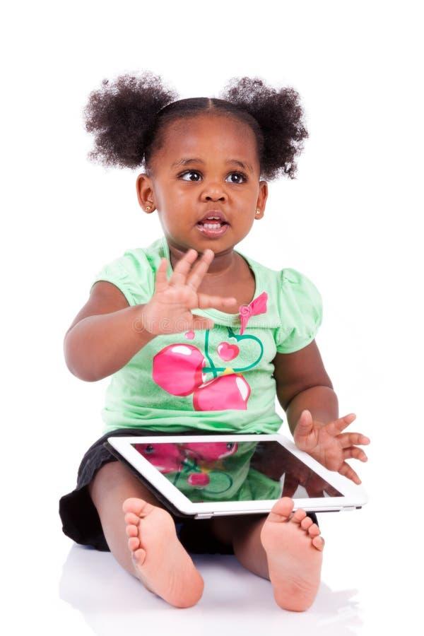 afrikansk amerikanflicka little använda för PCtablet royaltyfria bilder