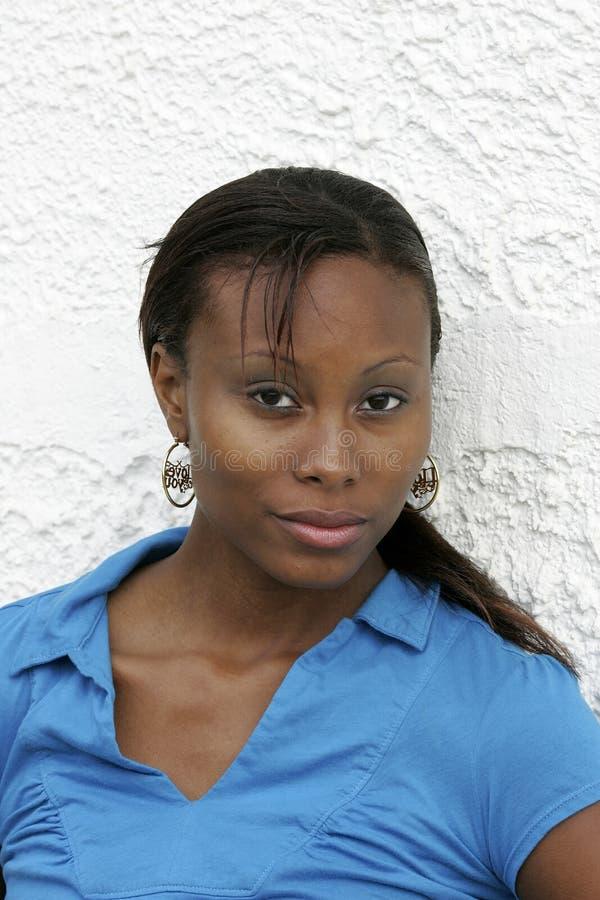 afrikansk amerikanheadshotkvinna royaltyfria bilder
