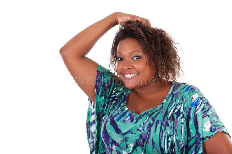 Afrikansk amerikankvinna som ler - svarta människor royaltyfria foton