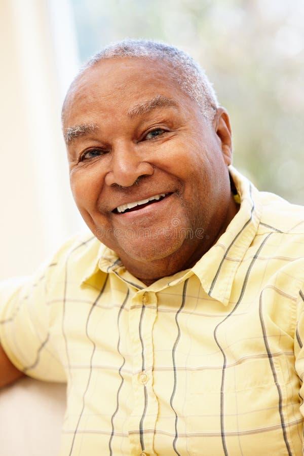 afrikansk amerikanmanpensionär arkivfoton