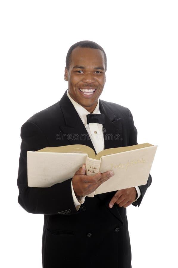 Afrikansk amerikanpreacher som ger predikan royaltyfri bild