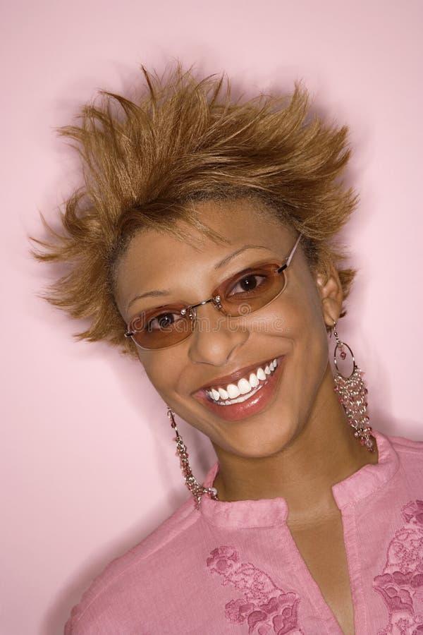 afrikansk amerikanståendekvinna royaltyfria bilder